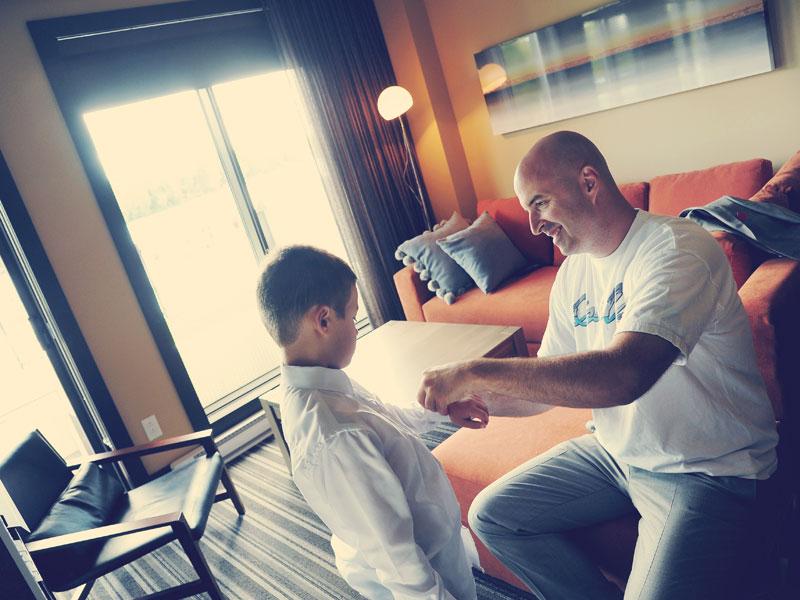 un futur marié et son garçon à l'Estérel Resort