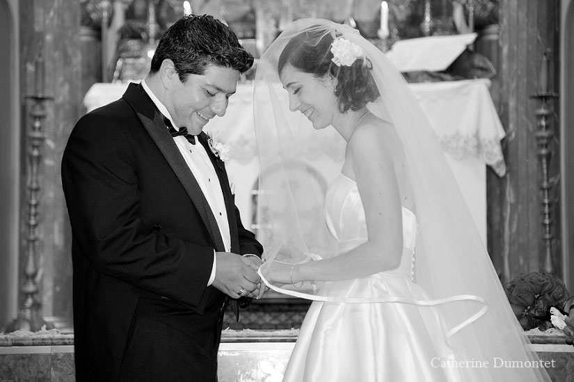 échange d'anneaux entre les mariés
