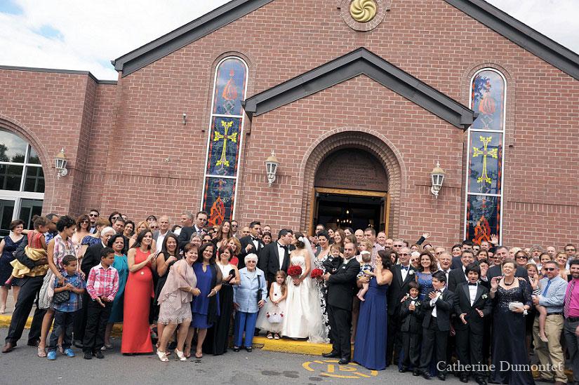 photo de groupe sur le perron de l'église