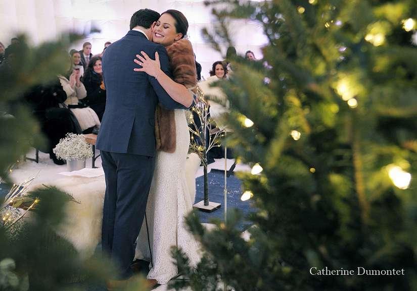 cérémonie de mariage en hiver dans un igloo gonflable