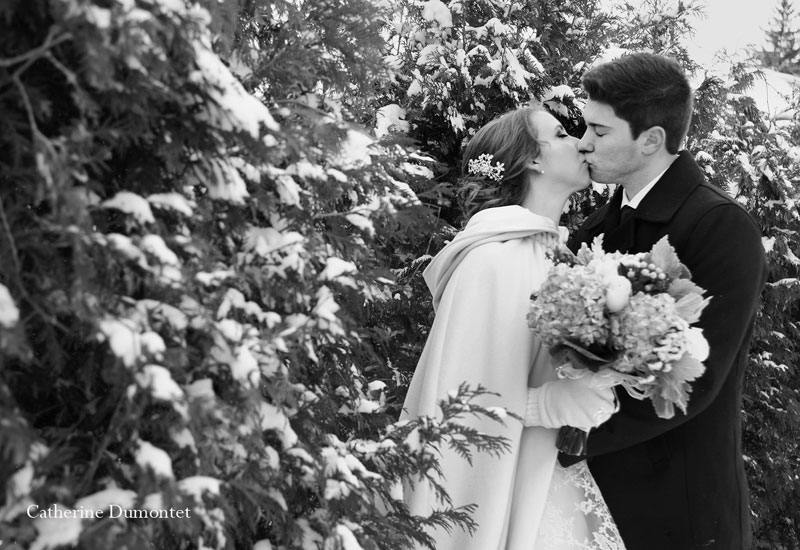Couple's kissing in black and white