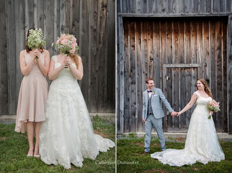 Les mariés devant la grange du vignoble