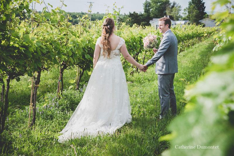 Les mariés au Vignoble de la Bauge à Brigham