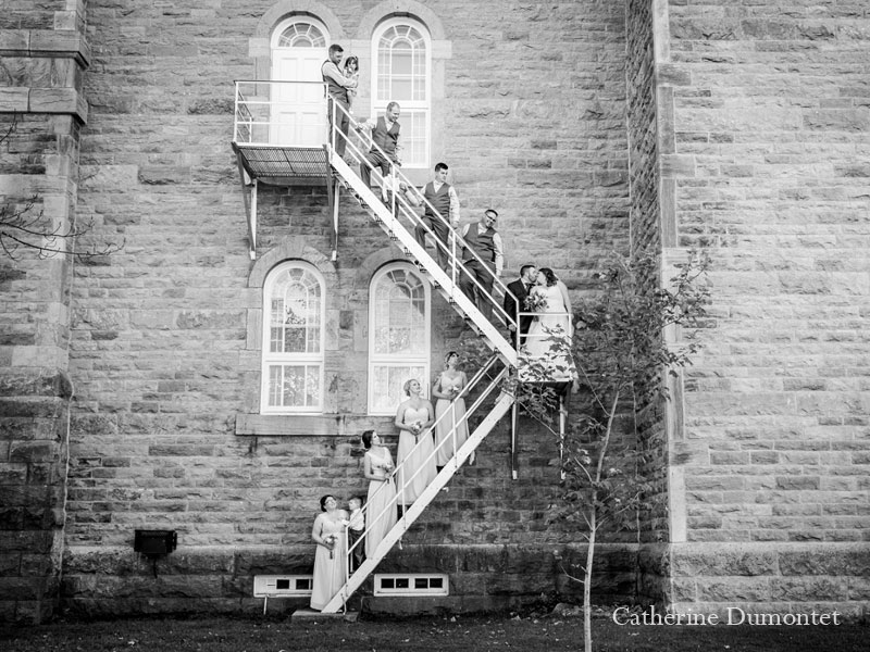 Les mariés et le cortège à l'Église St-Sauveur
