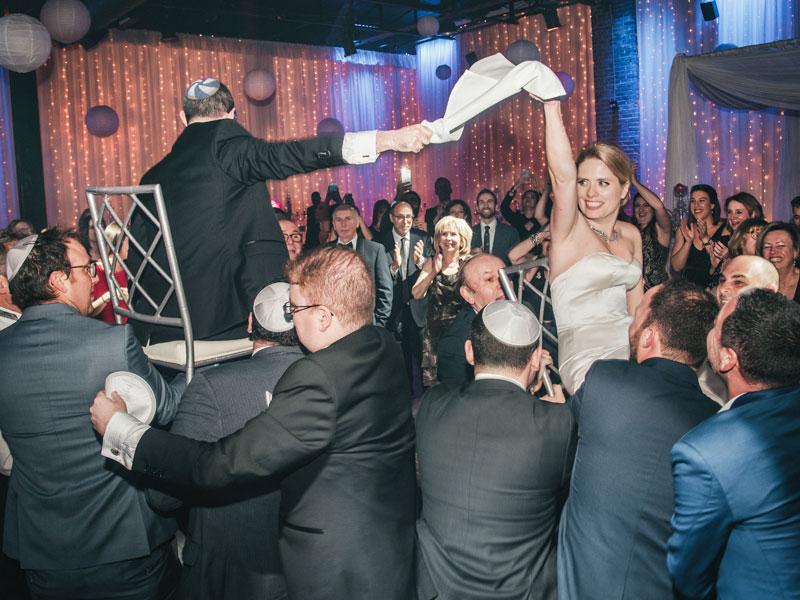 danse traditionnelle juive au Living Room