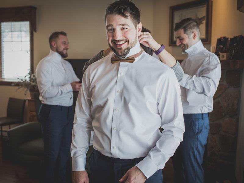 Le marié qui s'habille
