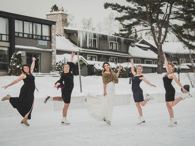 La mariée et ses amies sur la patinoire