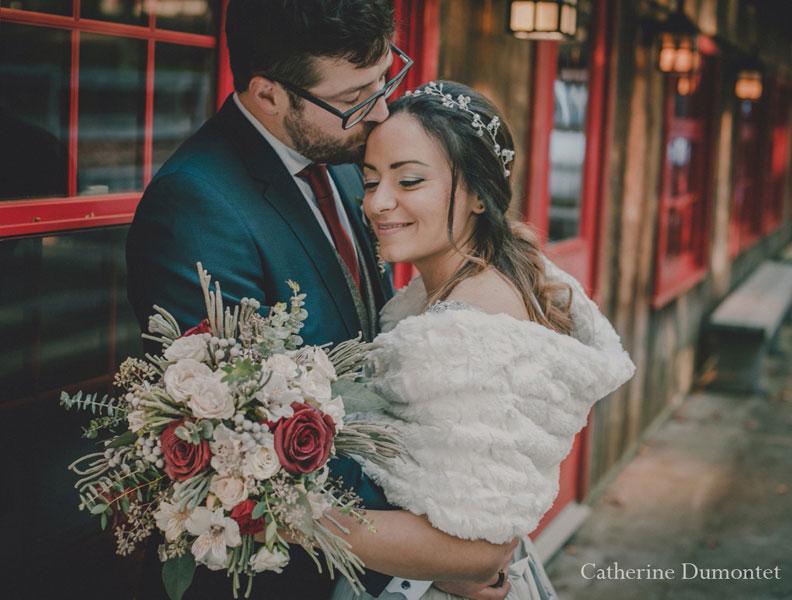 Les mariés à la Cabane à sucre de l'Auberge Handfield