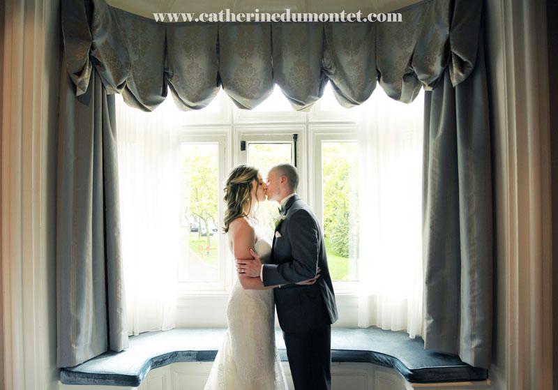 les mariés dans la suite du Manoir Rouville-Campbell