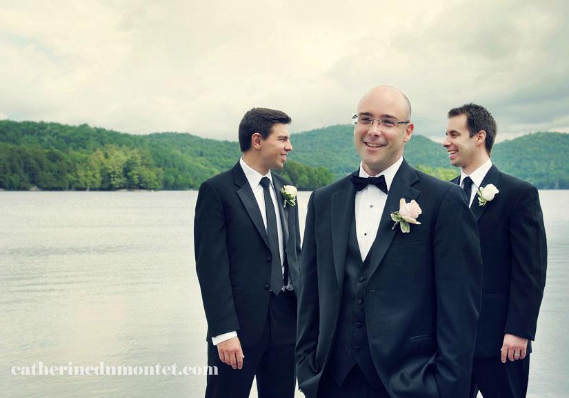 Le marié avec ses garçons d'honneur au Grand Lodge Tremblant