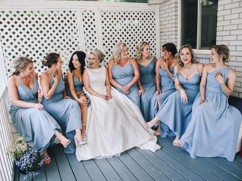 La mariée et les demoiselles d'honneur