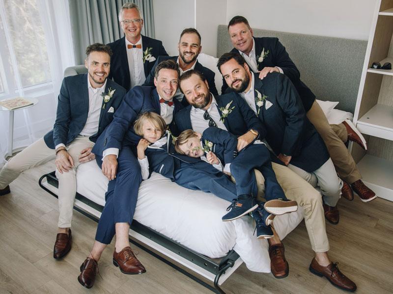 le marié et les garçons d'honneur