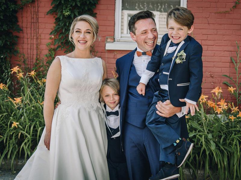 Les mariés avec les petits pages