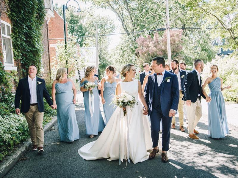 les mariés et le cortège Ile Navark
