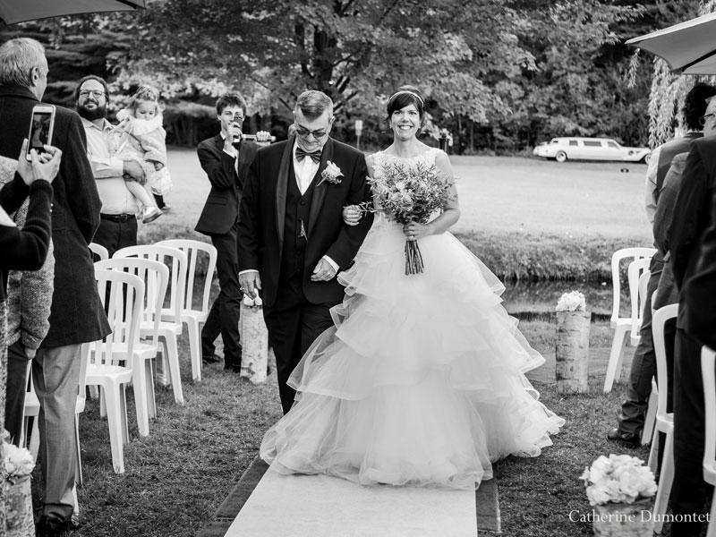 l'arrivée de la mariée au bras de son père