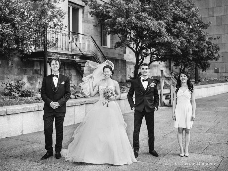 mariés et amis dans le Vieux-Port