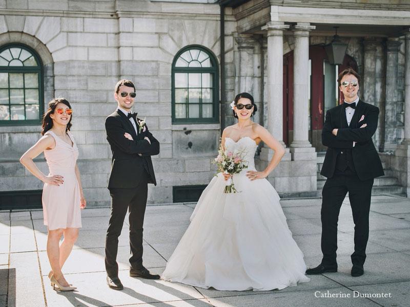 mariés et amis dans le Vieux-Montréal