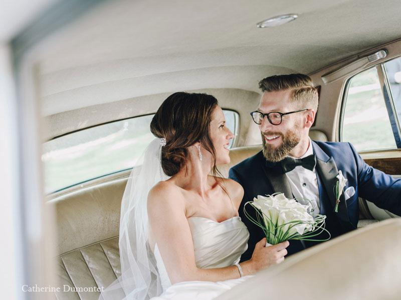 Les mariés dans la limousine