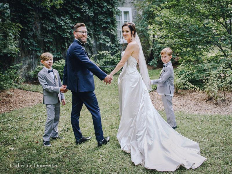 Les mariés avec enfants au Manoir Grant