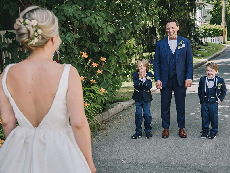 First look des mariés avec leurs enfants