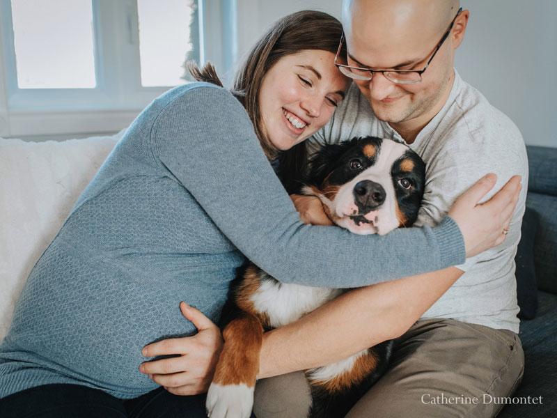 futurs parents avec leur chienne