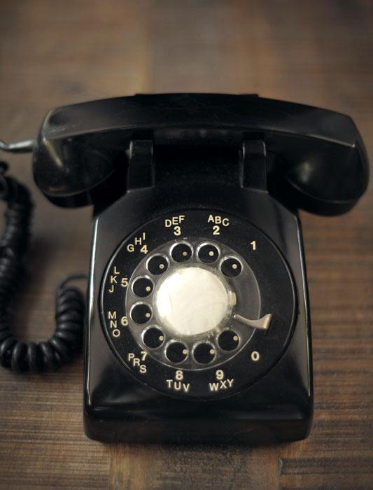 Vieux téléphone à roulette noir