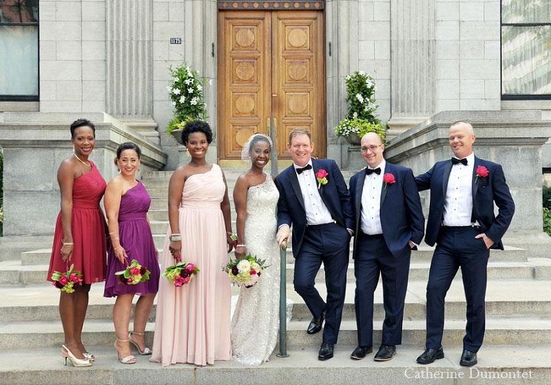 Les mariés avec leur cortège