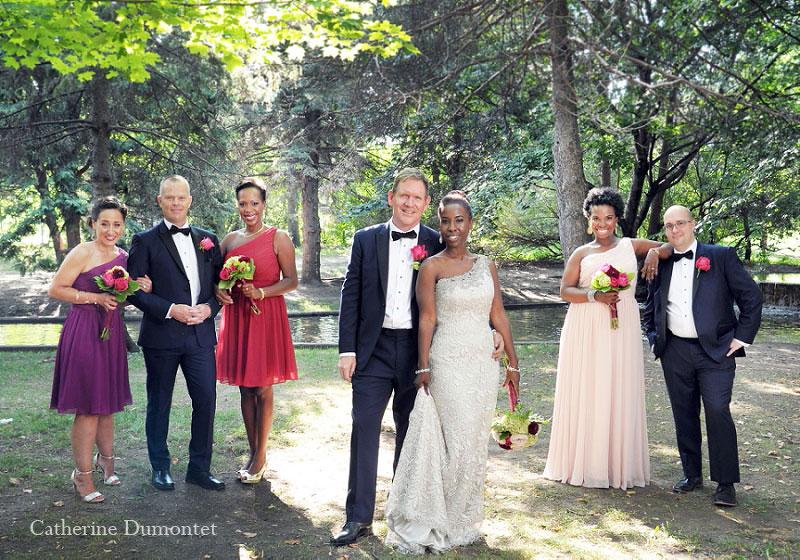 Les mariés avec cortège au Parc Westmount