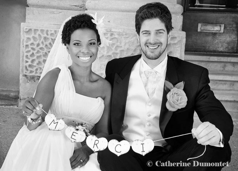 Les mariés remercient les invités