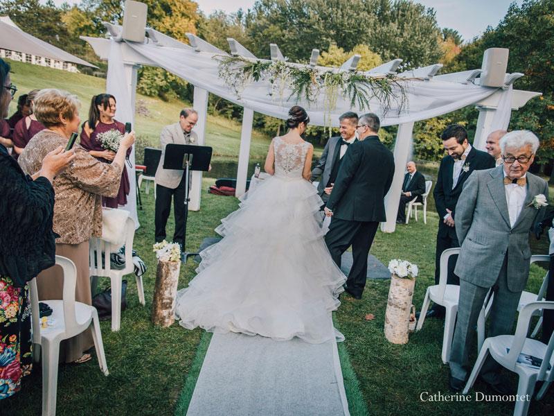 l'arrivée de la mariée lors de la cérémonie