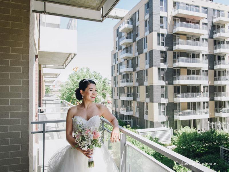 la mariée sur son balcon