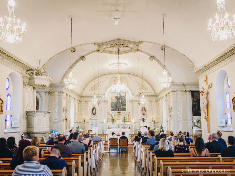 cérémonie de mariage à l'église Sainte-Jeanne-de-Chantal