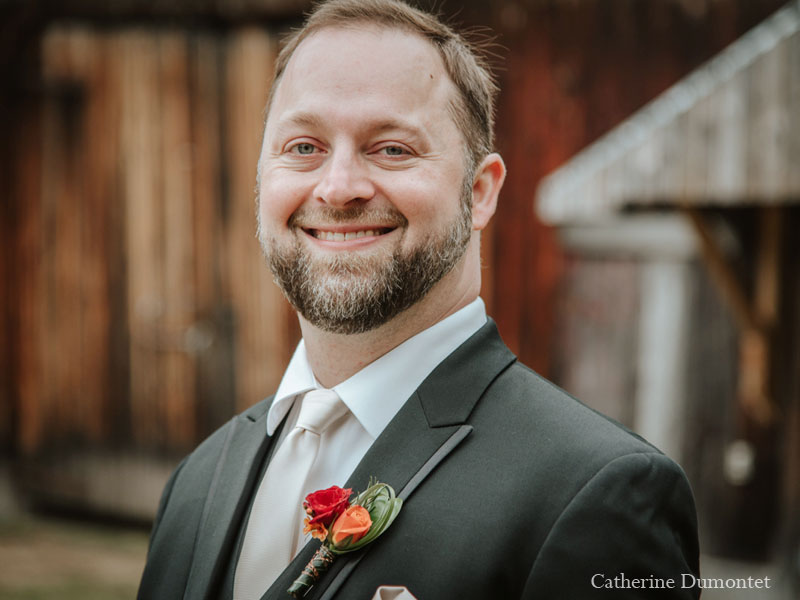 portrait of the groom in Tremblant