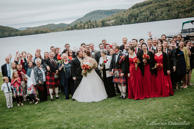 Wedding group in front au Lac Ouimet