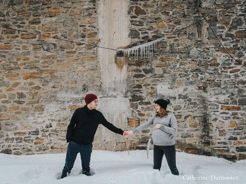 séance photo de maternité en hiver