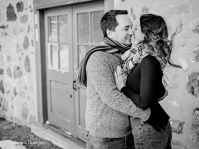 photo de fiançailles en hiver à Oka
