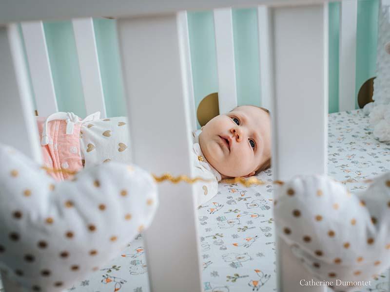 photo de bébé dans son lit