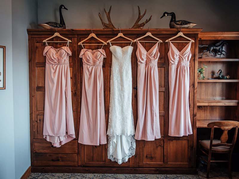 robe de la mariée et des demoiselles d'honneur