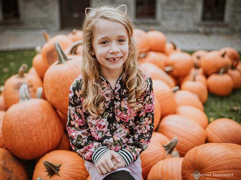 portrait d'une fillette dans le Vieux-Montreal