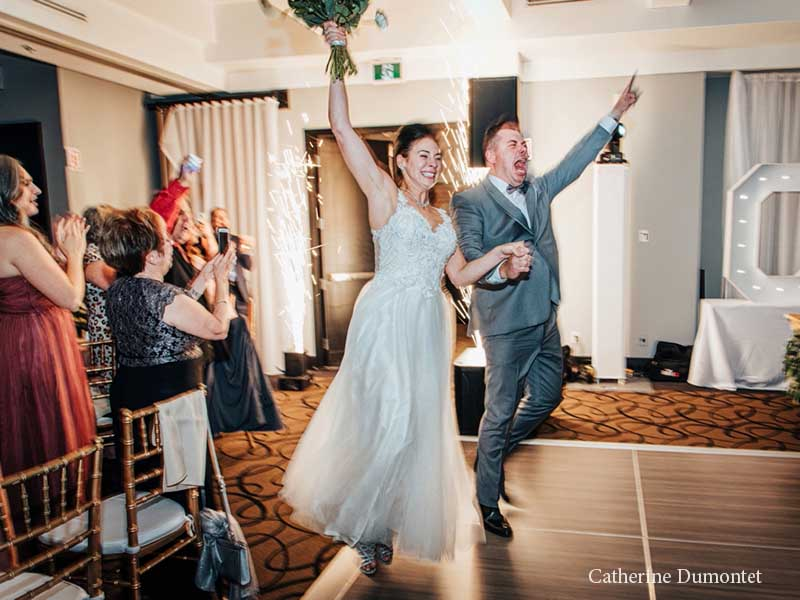 entrée des mariés à l'Hôtel Place D'Armes