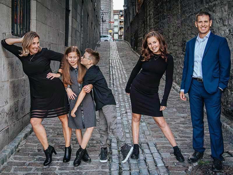 photo de famille dans le Vieux-Montréal