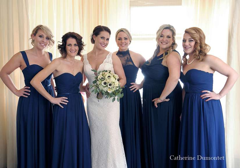 la mariée avec ses demoiselles d'honneur