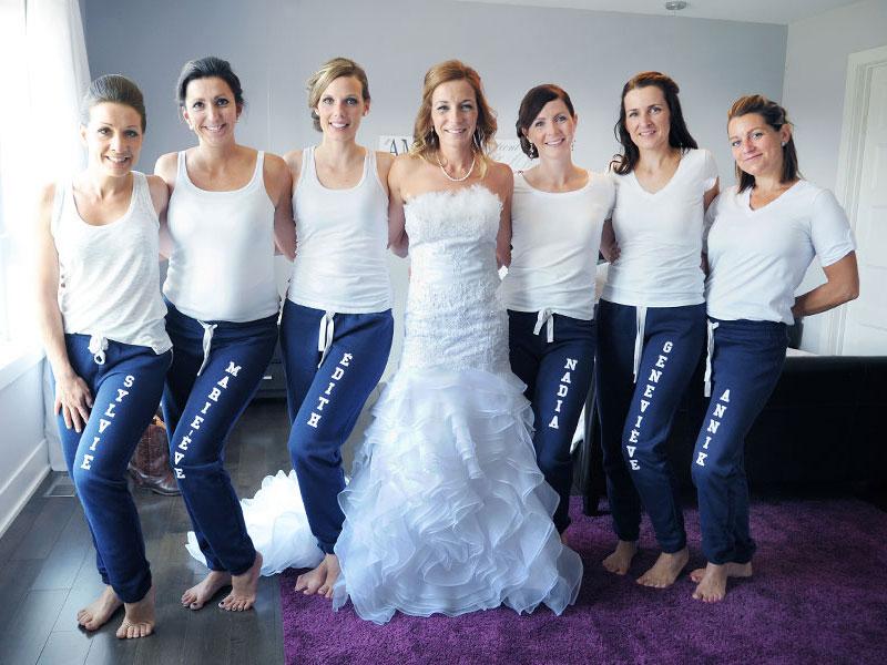 la mariée et ses demoiselles d'honneur en sweat pants
