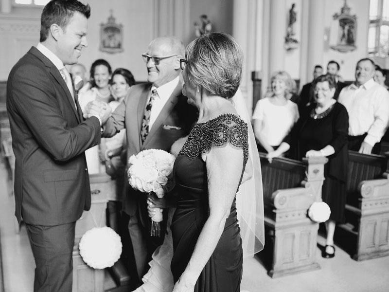 Arrivée de la mariée avec ses parents