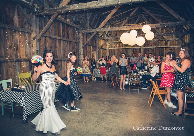L'entrée des mariées au Jude-Pomme à Oka