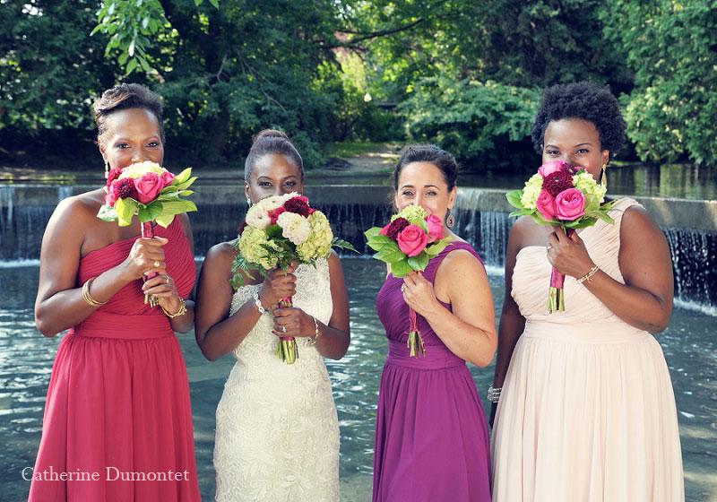 la mariée avec demoiselles d'honneur au Parc Westmount