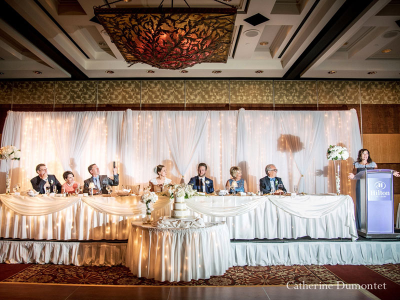 La table d'honneur au Hilton Lac-Leamy