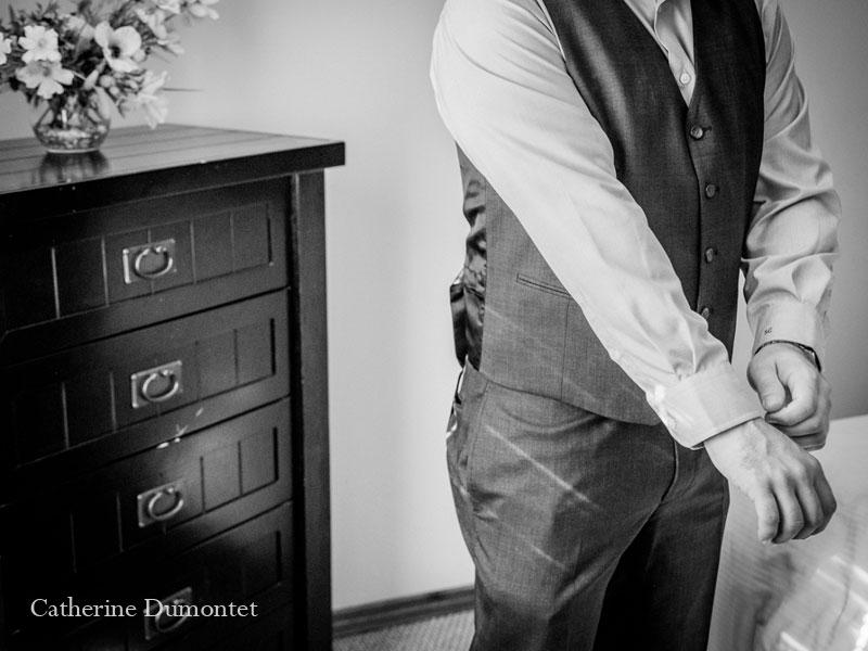 le marié s'habille