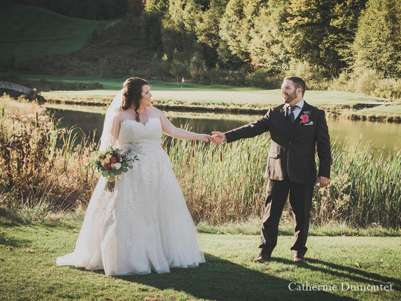 Les mariés sur le golf de l'Hôtel Mont-Gabriel