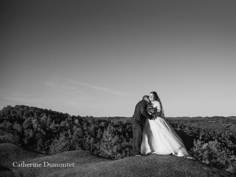 Les mariés au sommet du Mont-Gabriel
